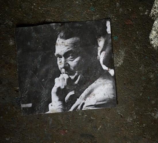 """Adrian Ghenie ist der Shooting Star der jungen rumaenischen Kuenstlergeneration aus Cluij. In der Bildserie zu sehen sind alle Einzelausstellungen des Kuenstlers in Deutschland sowie sein erstes Atelier in Deutschland. Aus Anlass der ersten Einzelausstellung in Berlin erschien das Buch """"Adrian Ghnenie"""" im HatjeCantz Verlag."""